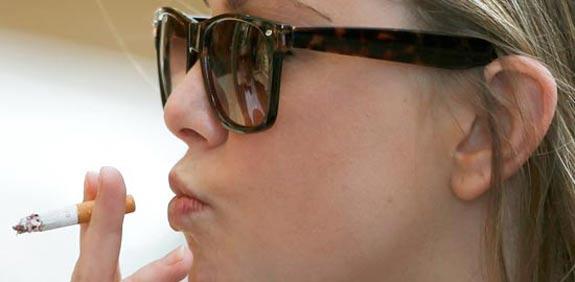 עישון סיגריה סיגריות / צלם: רויטרס